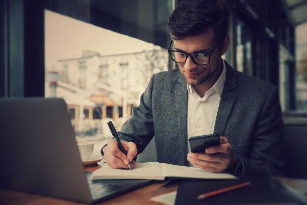 Ayude a sus gerentes</b> a tomar medidas correctivas <br>y ofrecer orientación en tiempo real.